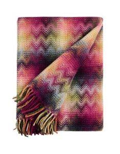 Plaid in lana, caldo e colorato, a geometrie sfumate.